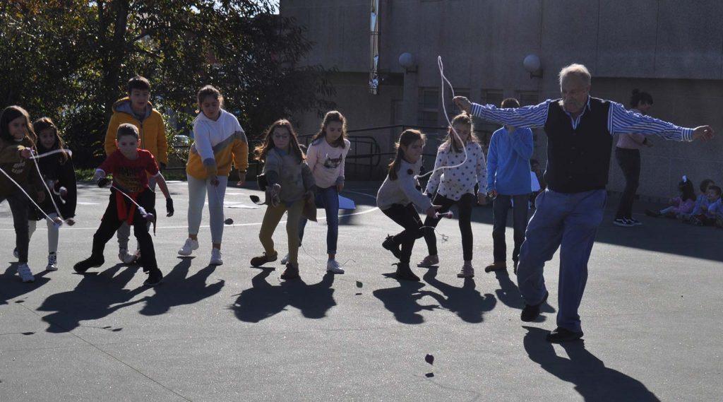 O Melga desprázase ao CEIP. Labarta Pose de Baio para celebrar con todo o alumnado o día do peón 2018