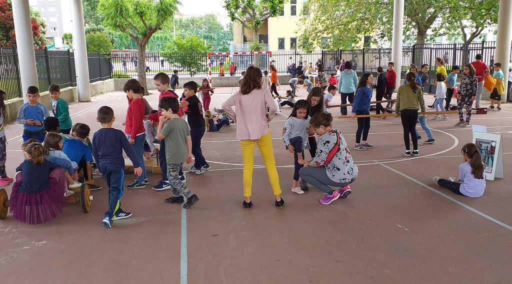 O CEIP Anexa de Prácticas de A Coruña experimentou unha xornada de xogos e deportes tradicionáis galegos con motivo dos patios dinámicos na escola
