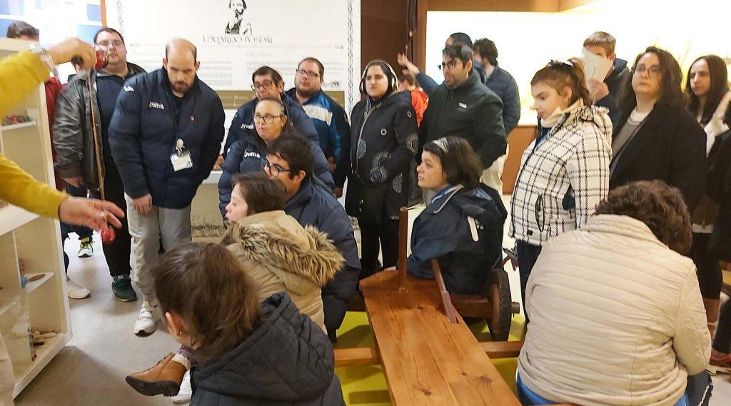 Dous centros de educación especial do Barbanza visitan por primeira vez o Melga de Ponteceso