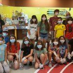 Un grupo de mozos do Campamento da Fundación Eduardo Pondal foron recibidos no Melga para unha visita guiada