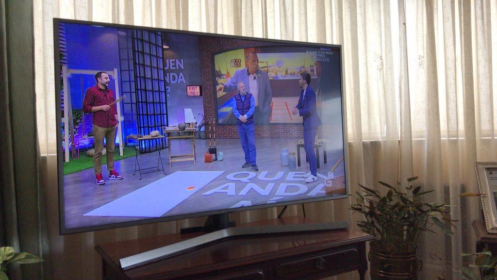 Saen de Ponteceso algunhas pezas da exposición para un programa da tarde en directo da TVG