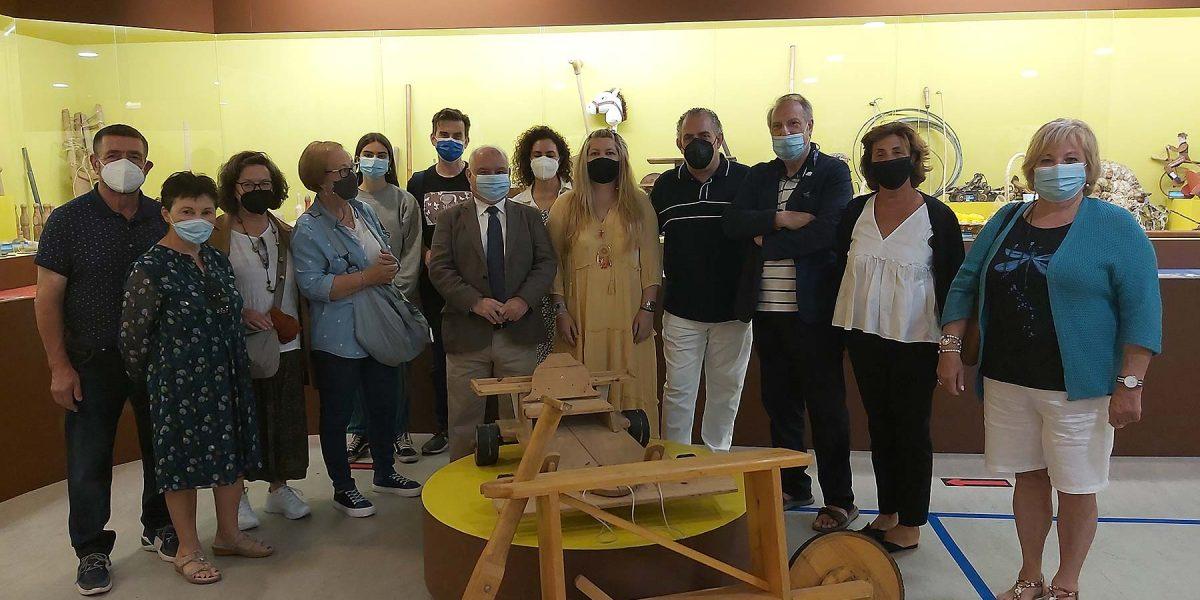 Na súa ruta pola Costa da Morte, os profesores de centros públicos coruñeses no Melga para unha visita guiada