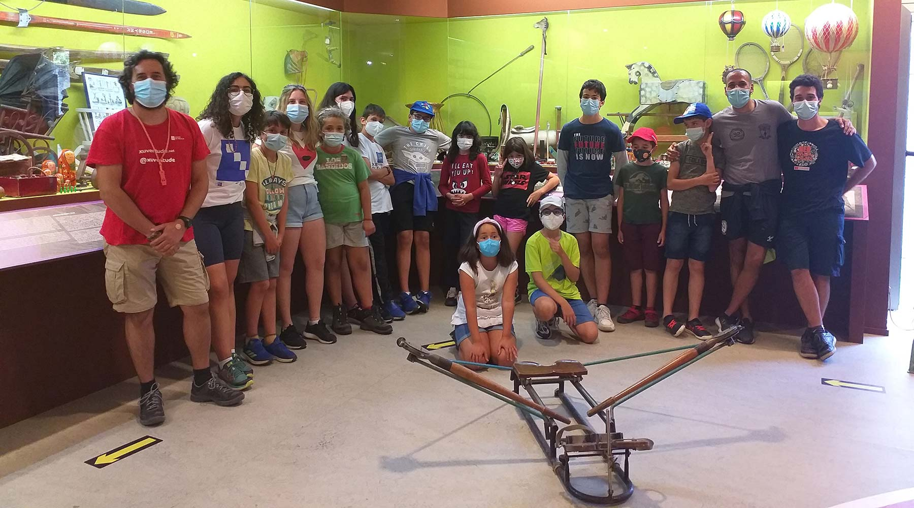 O Melga recibe por segunda vez nunha semana ao grupo do campamento de veran da Fundación Eduardo Pondal